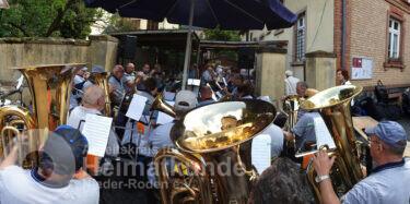 Die Rodgauer Blasmusik bei ihrem Jubiläumsauftritt 2019 im Hof des Heimatmuseums! - ©AKHNR/FST